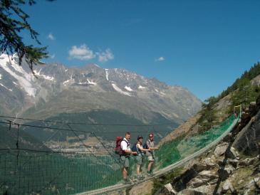 2Hängebrücke oberhalb Saas-Almagell (Erlebnisweg)